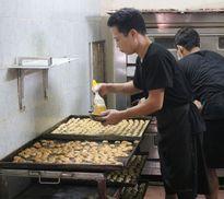 Bật mí 'tuyệt kỹ' làm bánh trung thu truyền thống