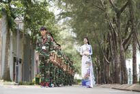 NTK Việt Hùng tôn vinh trường đại học 20 năm tuổi qua tà áo dài