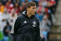 Không dùng Lindelof, Mourinho hứng trọn 'gạch đá'