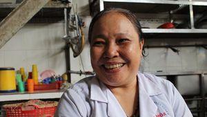 Tâm sự của cô Út bảy năm giữ lửa bếp ăn từ thiện