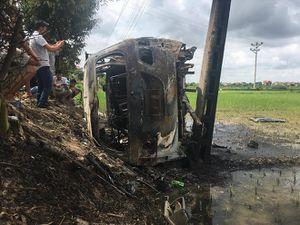 Vụ đốt xe Fortuner vì nghi bắt cóc trẻ em: Người bị vây bắt là giám đốc doanh nghiệp