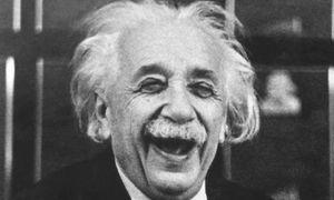 Thiên tài Albert Einstein: 'Hãy cố gắng sống có giá trị'