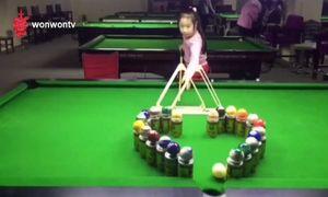 Cô bé 'siêu nhân' đánh billiard bách phát bách trúng