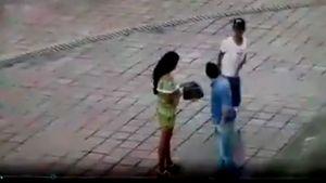 Tên cướp sững sờ sau khi lột sạch tiền của một cặp đôi