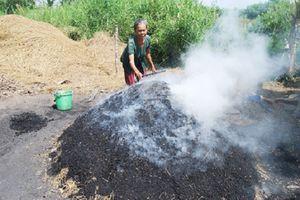 Nhọc nhằn nghề hầm than ở vùng đất 'muỗi kêu như sáo thổi'