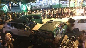 Ôtô tông liên hoàn ở Sài Gòn, 2 người chết, 10 người bị thương