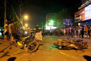Lại thêm một vụ xe điên tông liên hoàn, người bị thương nằm la liệt