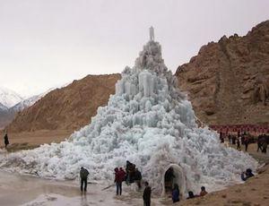 Tháp băng nhân tạo giữa sa mạc khắc nghiệt