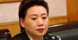 Quan bà Trung Quốc mê tiền vô độ, hám 'phi công trẻ'