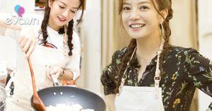 Ngôi sao 24/7: Triệu Vy xinh như thiếu nữ với tóc thắt bím, làm gái đảm vào bếp nấu ăn