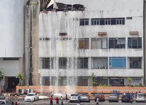 Nổ bồn nước ở khu thương mại, 4 người bị thương