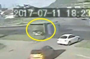 Clip: Xe tải mất phanh gây tai nạn nghiêm trọng
