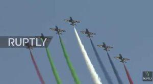 Xem máy bay Nga 'vẽ tranh' trên trời