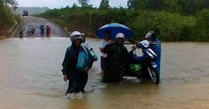 Bão số 4 chuẩn bị đổ bộ đất liền, Hà Tĩnh - Quảng Trị đang mưa lớn