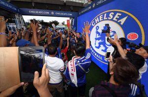 Fan Chelsea và Bayern 'hâm nóng' đại chiến tại Singapore
