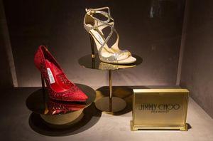 Ông chủ chán nghề thời trang, hãng giày xa xỉ Jimmy Choo bị bán lại với giá 230 xu 1 cổ phiếu