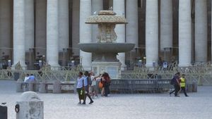 Đài phun nước Vatican trơ đáy vì hạn hán