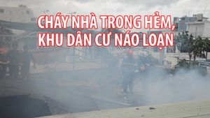 Cháy nhà trong hẻm, khu dân cư một phen náo loạn