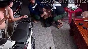 Video 'siêu trộm' ranh ma chui gầm giường 4 tiếng vẫn bị chủ nhà tóm sống ở TP.HCM