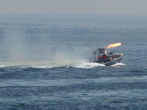 Tàu Mỹ bắn cảnh cáo tàu Iran ở vịnh Ba Tư