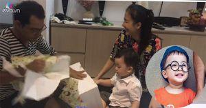 Con trai Huỳnh Đông - Ái Châu háo hức mở quà sinh nhật cùng bố