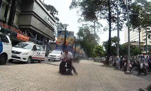 Tài xế taxi và nhân viên điều hành đánh nhau vì chê cuốc xe ngắn
