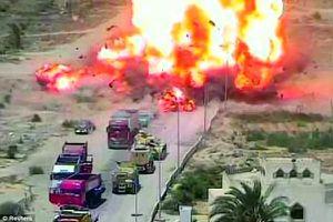 Xem xe tăng Ai Cập nghiền nát xe bom cứu dân thường