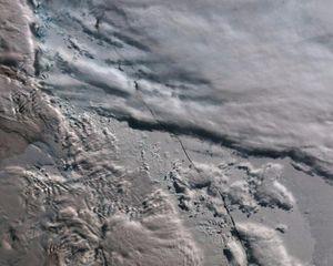 Vết nứt mới gần nơi tảng băng 1.000 tỷ tấn tách khỏi Nam Cực