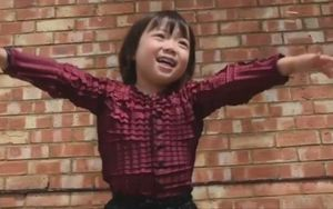 Độc đáo mẫu quần áo tự 'lớn lên' cùng trẻ em