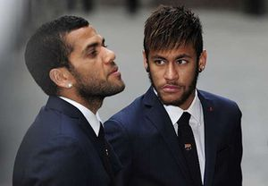 Alves 'vô can' trong vụ lôi kéo Neymar đến PSG