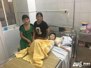 Bị bạn ép trèo lên cột điện, cháu bé dân tộc Mông bị bỏng nặng