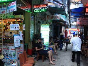 Hẻm Sài Gòn kể chuyện 'đặc sản': Hẻm siêu nhỏ trên đất vàng ở phố Tây