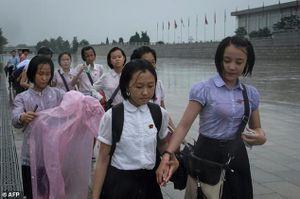 Triều Tiên kỷ niệm 'ngày Chiến thắng' giữa trời mưa tầm tã