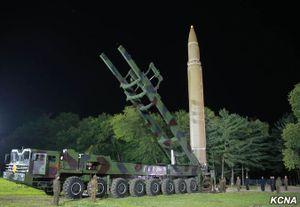 Ảnh hiếm về vụ thử tên lửa trong đêm của Triều Tiên