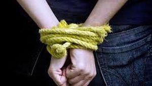 Hai thanh niên bắt cóc, đánh đập, dọa giết một thiếu nữ