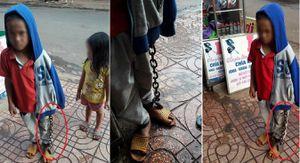 Bé trai bị xích chân tay lang thang giữa chợ cùng em ruột gây phẫn nộ