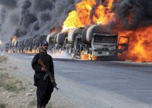 Băng băng tiến ra sa mạc, đoàn xe khủng bố IS 'gục ngã' vì pháo kích từ quân đội Syria
