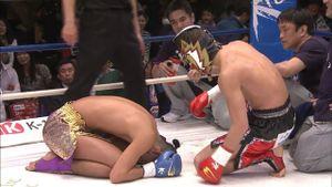 Thách thức nhà vô địch, võ sĩ trẻ nhận bài học nhớ đời
