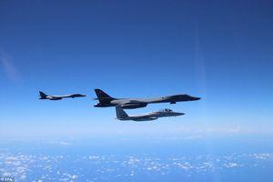 Máy bay ném bom Mỹ xuất kích từ Guam làm nhiệm vụ sát bán đảo Triều Tiên