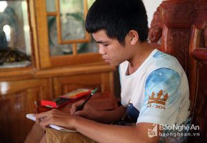 Cậu học trò người Thái được xem là 'kỳ nhân' ở bản biên giới xứ Nghệ