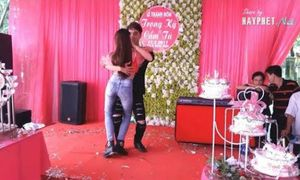 Cặp đôi nhảy điệu bachata quá 'chất' ở đám cưới