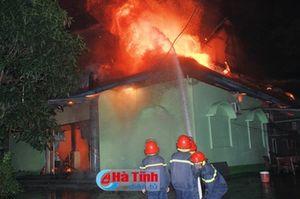 Cháy lớn ở quán karaoke Đồi Sim - Nghi Xuân
