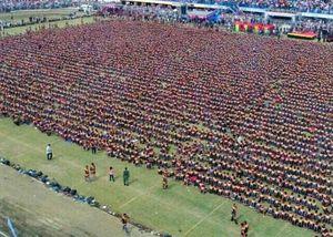Hơn 10.000 người đàn ông phá kỷ lục khiêu vũ Saman ở Indonesia