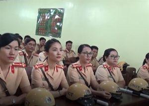 Nhan sắc những 'bóng hồng' CSGT xinh đẹp làm nhiệm vụ ở APEC