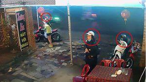 Clip 3 thanh niên dàn cảnh tinh vi để trộm xe máy ở TP.HCM
