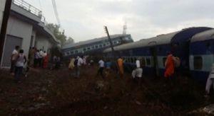 Ấn Độ: Xe lửa trật đường ray, ít nhất 10 người chết