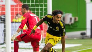 Dortmund thắng đậm Wolfsburg ở trận khai màn Bundesliga