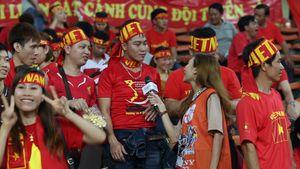 CĐV Việt Nam hò hét với màn trình diễn của U22 Việt Nam