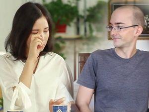 Tranh cãi gay gắt sau màn khóc xin lỗi vì phát âm tiếng Anh sai của giáo viên người Việt
