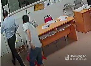Clip chủ tịch phường tham gia hành hung bác sĩ ở Nghệ An
